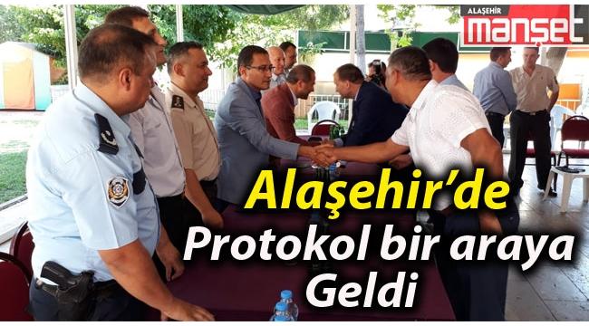 Alaşehir'de Protokol Bayramda Bir Araya Geldi