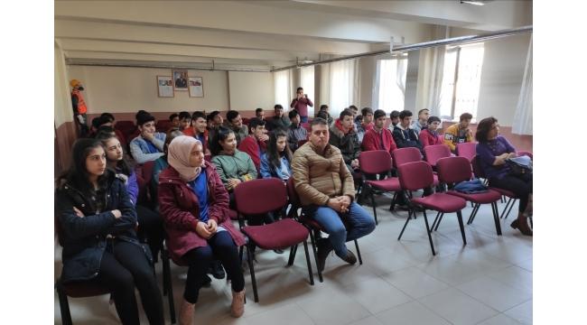 Alaşehir'de Lise Öğrencileri Sektör Temsilcileriyle Buluştu