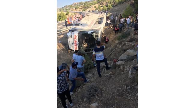 Askerleri Taşıyan Otobüs Şarampole Devrildi