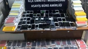 ALAŞEHİR'DE KAÇAK CEP TELEFONU VE ALKOL OPERASYONU